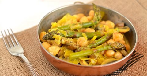 Chickpea Curry With Asparagus and Mushrooms