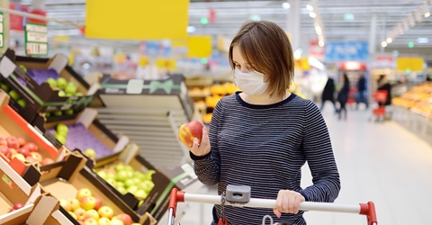 woman with mask grocery shopping