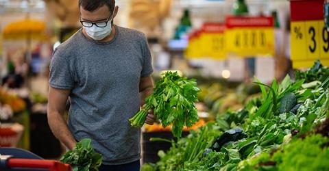 ¿Podría el cambiar nuestras dietas derrotar al COVID-19?
